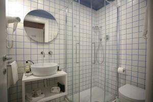 Bagno Camera Singola con Letto alla Francese 1.0
