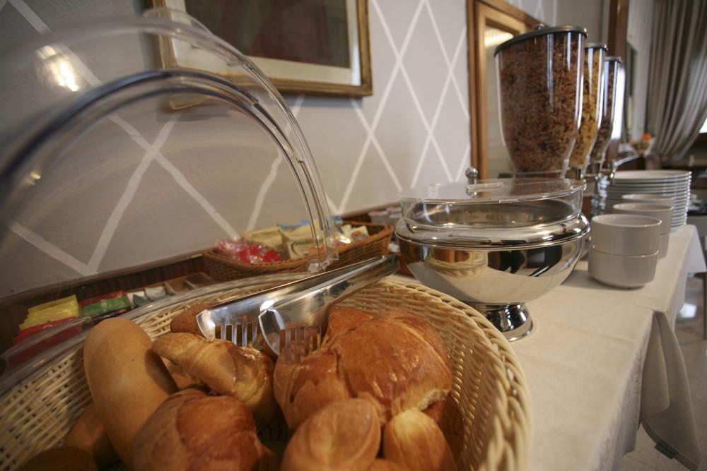 hotel-il-sole-empoli-sala-colazione6