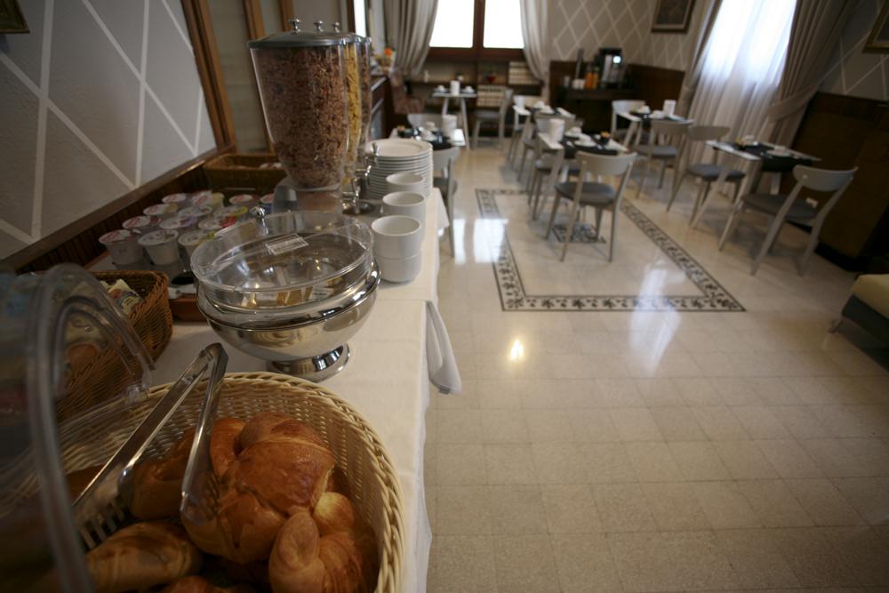 hotel-il-sole-empoli-sala-colazione9